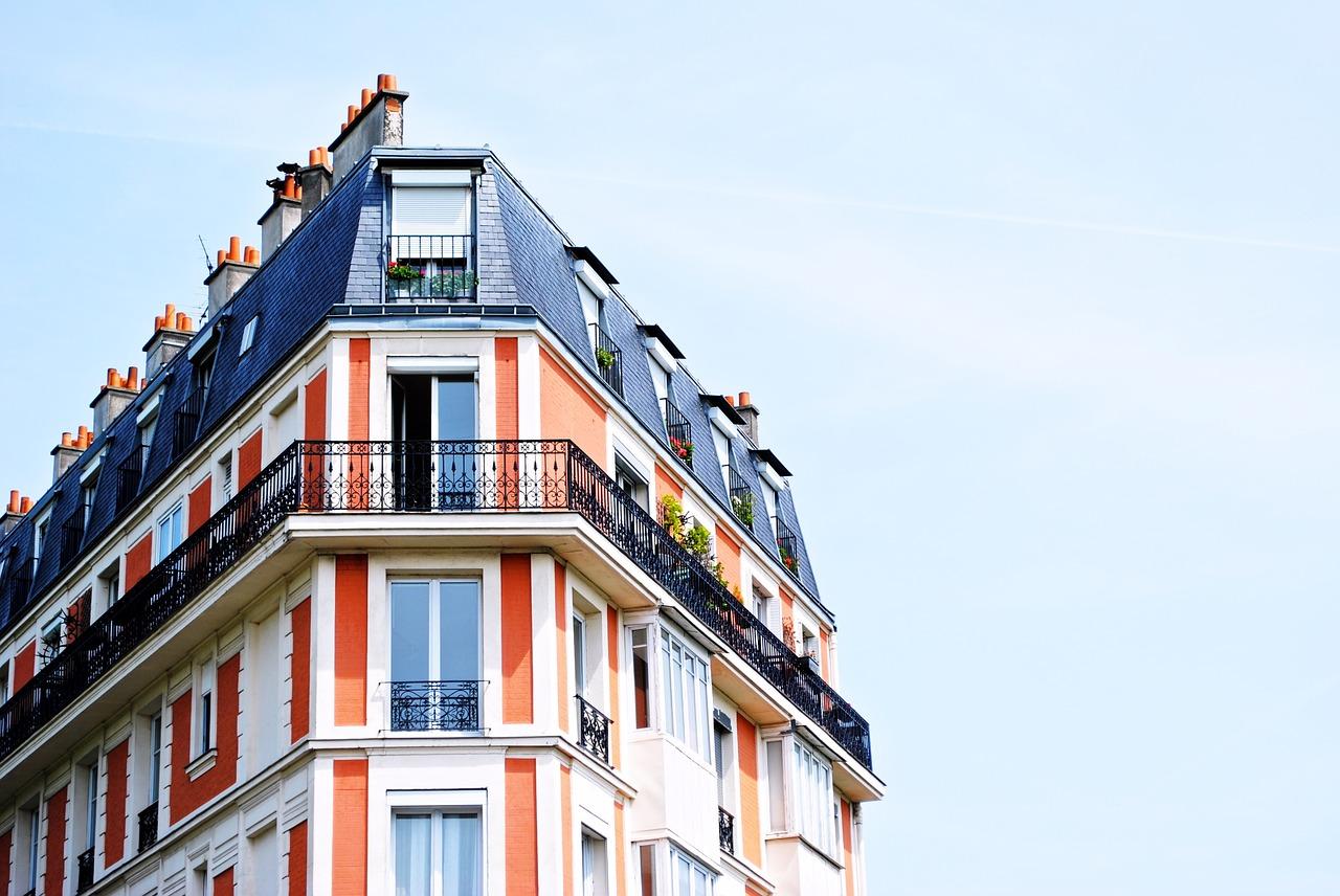La réglementation pour une isolation phonique dans un immeuble